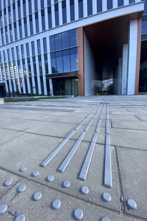 Oznaczenia dla niewidomych Centrum Południe przy Sky Tower SKANSKA WROCŁAW 02